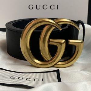 Woman's black leather Good buckle belt